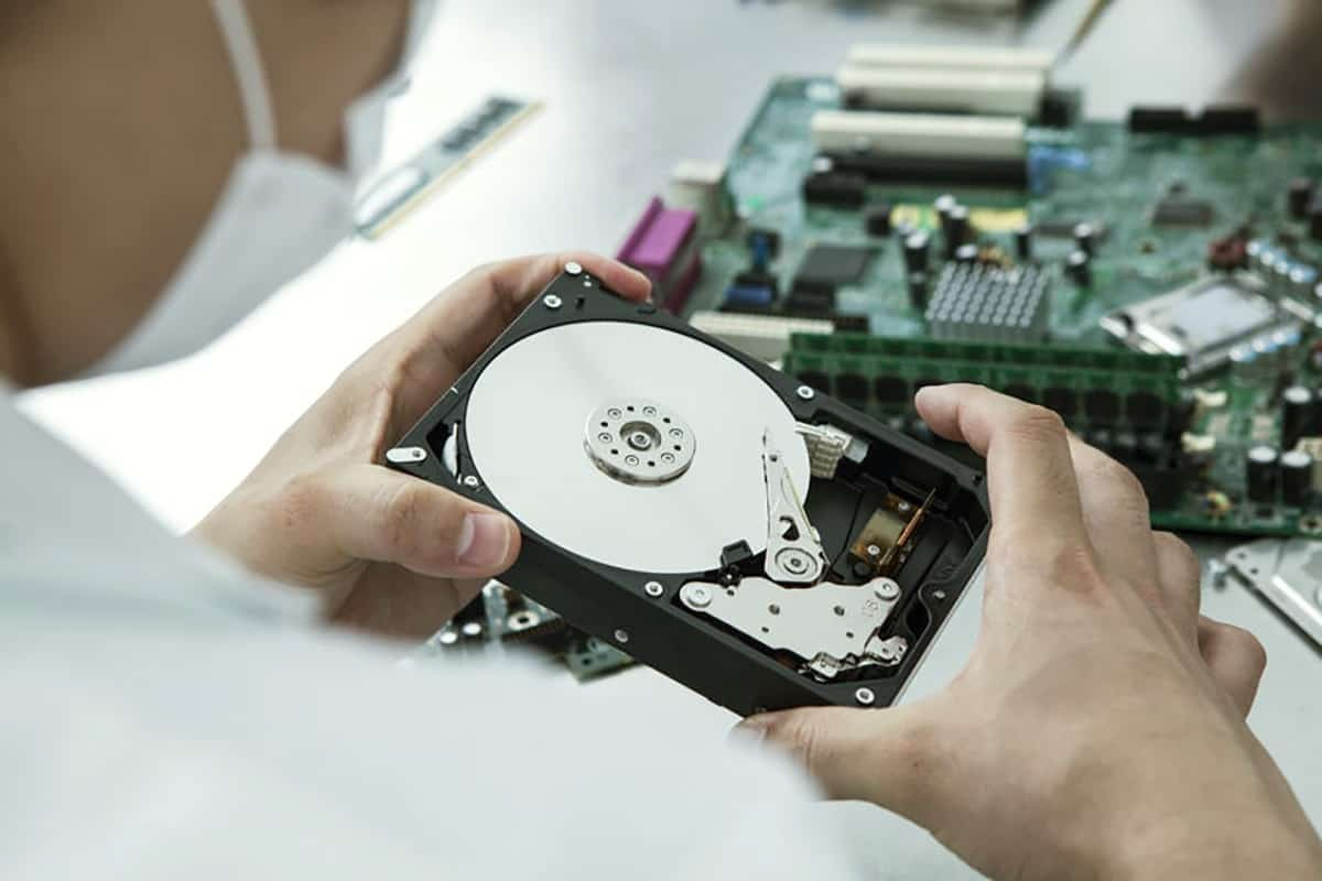 data-recovery-open-hard-disk